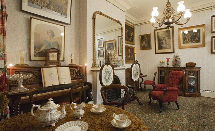 "View of the ""Drawing Room in 1870"" in the Geffrye Museum. Photography by John Hammond/Geffrye Museum of the Home"